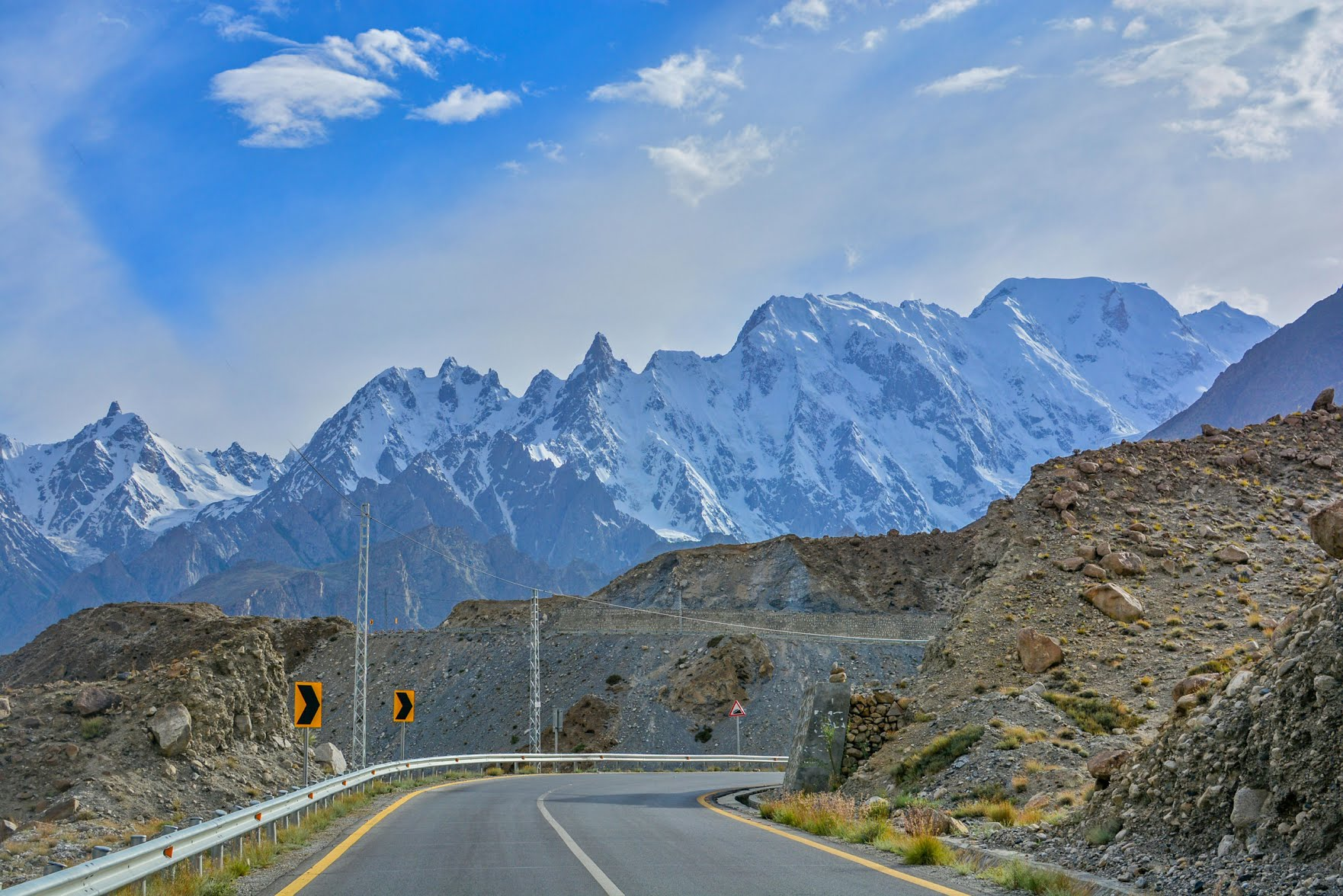 Nearly 7,000 trucks will pass through Pakistan's northern provinces daily, releasing millions of tonnes of carbon dioxide on their way to Gwadar in the south. This makes it all the more important for stakeholders to put the environment and local communities at the heart of all CPEC development. (Image: Ali Mir/Alamy)